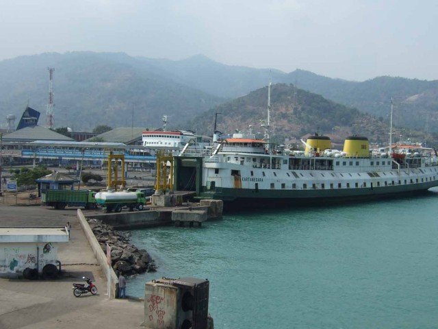 Pelabuhan Merak (Foto: Wikipedia)