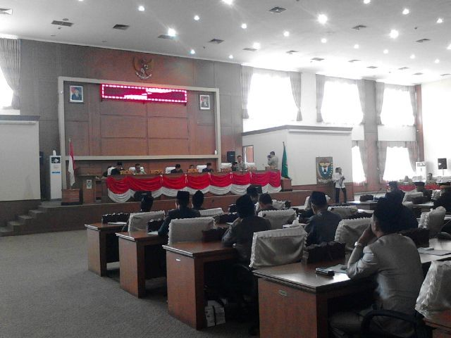 Rapat Paripurna ke- V DPRD Muara Enim membahas LKPJ Bupati Muara Enim tahun 2015