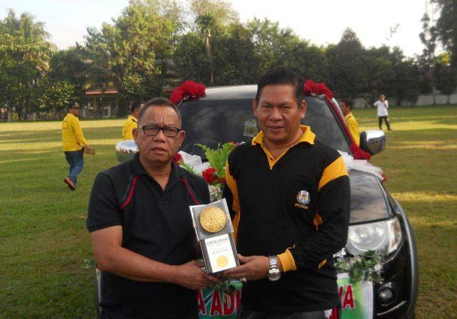 Bupati Muara Enim Muzakir Sai Sohar dan Wakil Bupati Muara Enim Nurul Aman, melepas arakan Piala Adipura di Lapangan Merdeka Kota Muara Enim, Jumat (29/07/2016)
