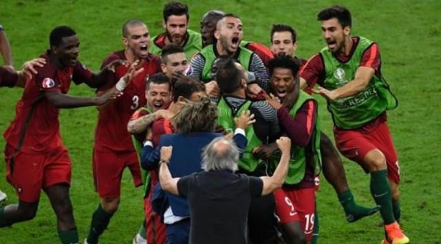 Para pemain Portugal merayakan gol Eder ke gawang Prancis pada final Piala Eropa 2016 di Stae de France, Saint-Denis, Minggu (10/07/2016) (Foto AFP)