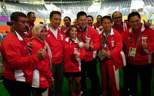 Atlet angkat besi Sri Wahyuni mempersembahkan medali pertama bagi Indonesia di ajang Olimpiade Rio 2016 (Foto: Humas Kemenpora)