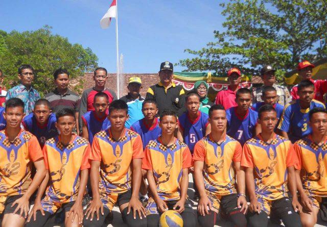 Wakil Bupati Muara Enim Nurul Aman bersama siswa peserta SMANJAS CUP 2016