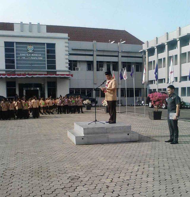 Wakil Bupati Muara Enim melepas duta kontingen Jambore Nasional Jamnas 2016 di halaman Kantor Pemda Muara Enim, Kamis (11/08/2016)