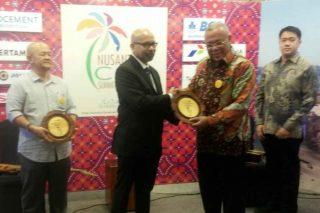 Kepala Bappeda Muara Enim, Abdul Najib menerima penghargaan penghargaan khusus pada Nusantara CSR Summit & Awards 2016