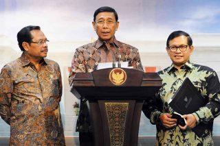 Menko Polhukam Wiranto saat memberikan keterangan pers tentang Satgas Saber Pungli di Istana Merdeka, Jumat (21/10/2016) (Foto: istimewa/Humas Seskab)