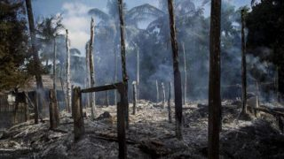 Ratusan rumah terbakar di kawasan-Rakhine (Foto: AFP)