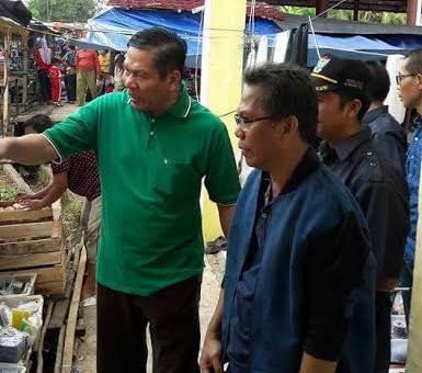 Wakil Bupati Muara Enim meninjau pasar tradisional Desa Ujanmas Baru, Kecamatan Ujanmas, Muara Enim.