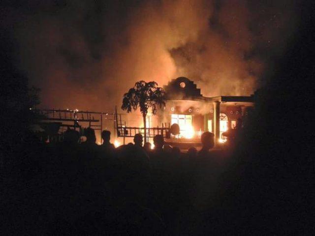 Ruko dan rumah di Desa Teluk Lubuk ludes terbakar pada Jumat (3/2/2017) pukul 00:00 WIB.