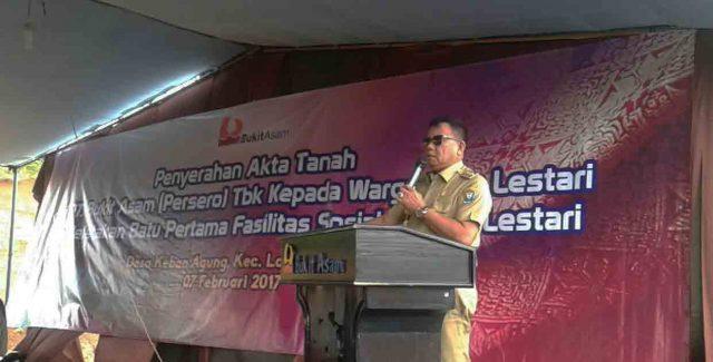Bupati Muara Enim Muzakir Sai Sohar saat memberikan sambutan pada kegiatan penyerahan akta tanah warga perumahan Bara Lestari, Tanjung Agung, Selasa (7/2/2017).