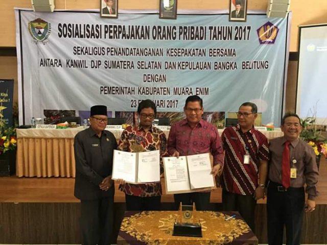 Nurul, saat membuka sosialisasi pajak pribadi dan penandatangan kesepakatan kerjasama Pemkab Muara Enim dengan Kanwil Dirjen Pajak Sumsel- Babel, di Gedung Serba Guna Rabain Muara Enim, Kamis (23/2/2017).